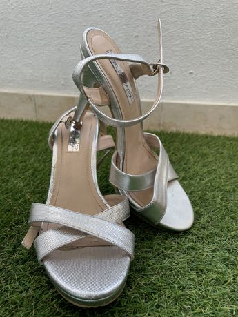 Sandálias prateadas