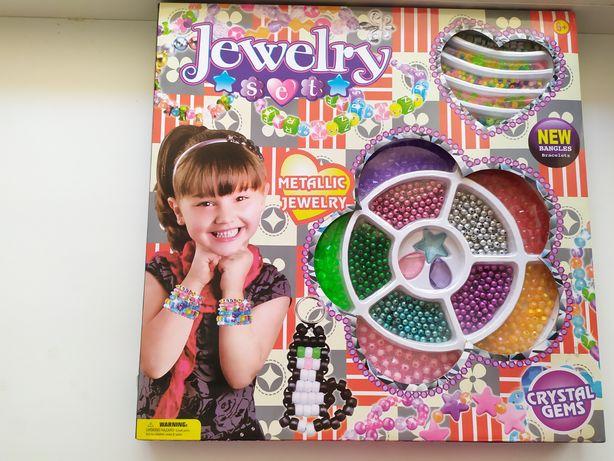 Продам Детский набор для плетение из бусов