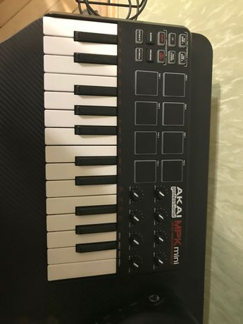 Midi контроллер клавиатура Akai mpk mini