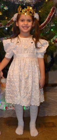 Нарядное белое платье, костюм снежинки на 4-5 лет