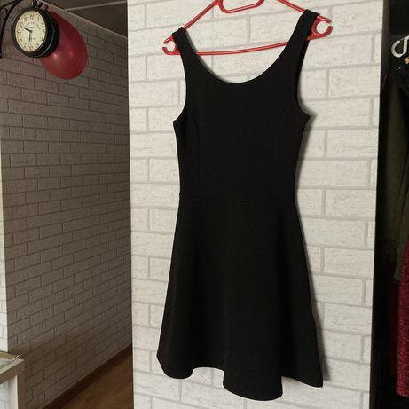 Czarna Sukienka dopasowana H&M na naramkach Divided