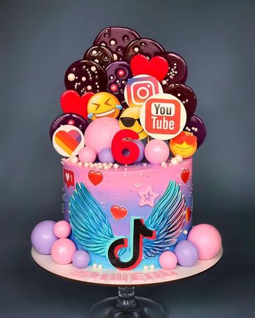 Вафельная и сахарная картинка на торт