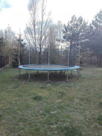 Sprzedam trampoline używaną średnica maty 4,40 m 16 ft w bdb stanie.