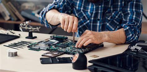 Serwis laptopów i komputerów stacjonarnych.