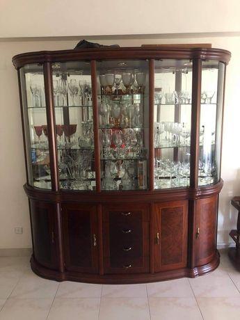Cristaleira com bar