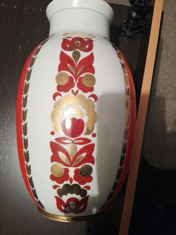 Большая юбилейная ваза с рисунком золотом.