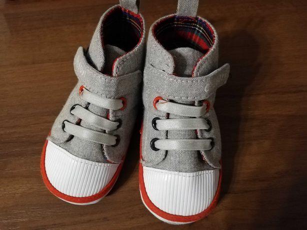 Pierwsze buciki dziecięce