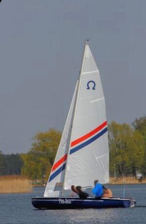 Jacht żaglowy Omega żaglówka z przyczepą