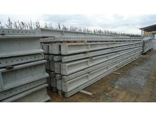 Postes de cimento e grades vedação