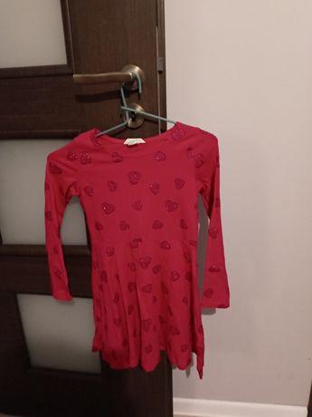 Sukienka w serduszka 122\128