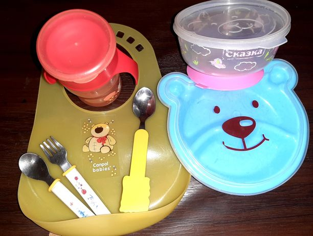 Набор посуды для вашей крошки ( тарелочка, поилочка, слюнявчик)