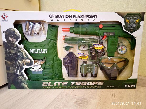 Военный набор,автомат с трещоткой,10 элементов, бронежилет,свисток...