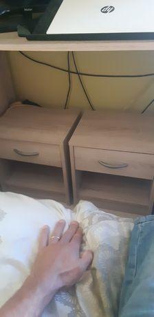 2 mesas de cabeceira