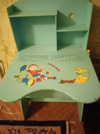 Продам детскую парту, регулируется по высоте.