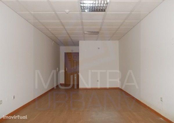 ESCRITÓRIO (31 m2) - 2º Andar, Sala 204 - TORRE BRASIL - JUNTO ao PARQ