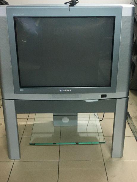 Telewizor z szafką narożną