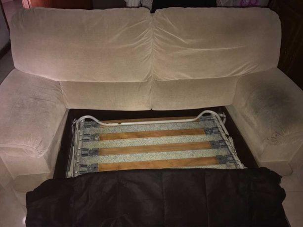 Sofa beje dois lugares