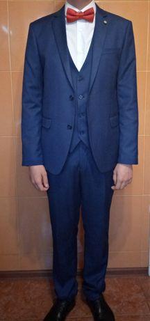 Продам мужской фирменый  костюм тройка .