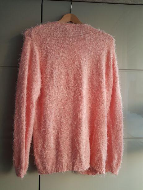 Śliczny różowy mięciutki sweterek