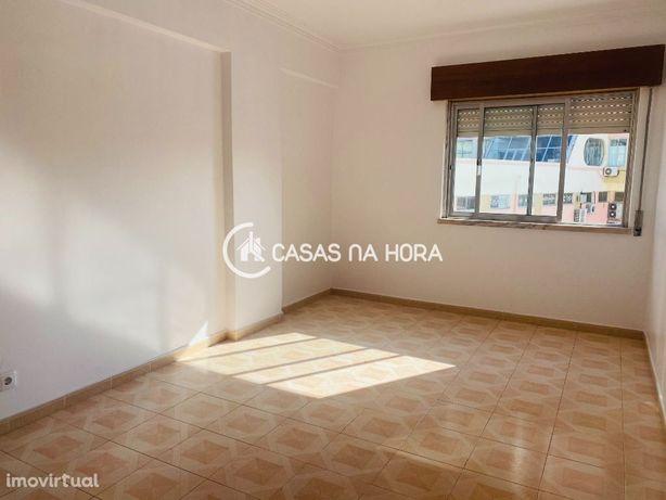 T2 com cozinha semi equipada nas Paivas Amora