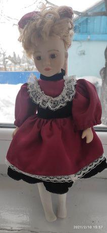 Фарфоровая кукла лялька