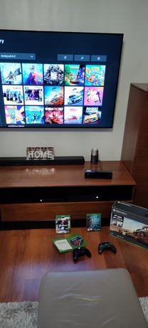 Xbox One X 1 TB + 2 pady + Kinect