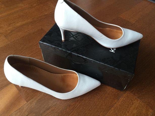 białe buty ślubne firmy KAZAR, rozmiar 40