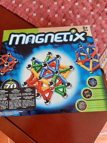 Brinquedo didáctico  Magnetix da Mega Bloks