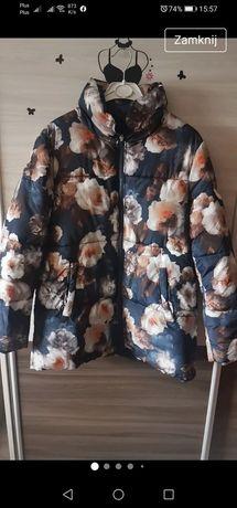 Granatowa kurtka, kurtka w kwiaty