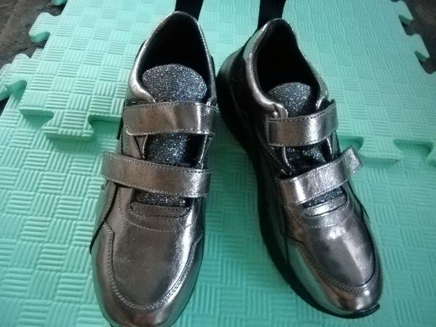 Ботинки для девочек(35,36)