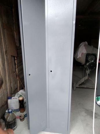 Шкафчик металлический для одежды