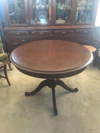 Mesas, mesas de centro e cadeiras