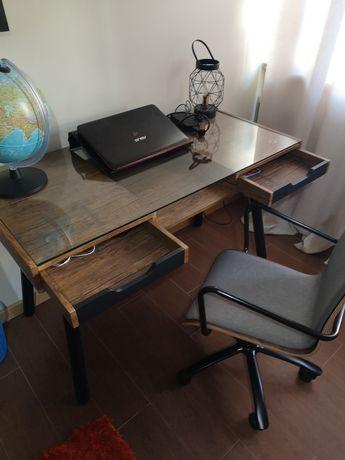 Conjunto de secretaria e cadeira linhas modernas como novo
