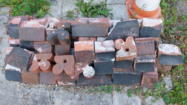 Cegły stare różne kształty