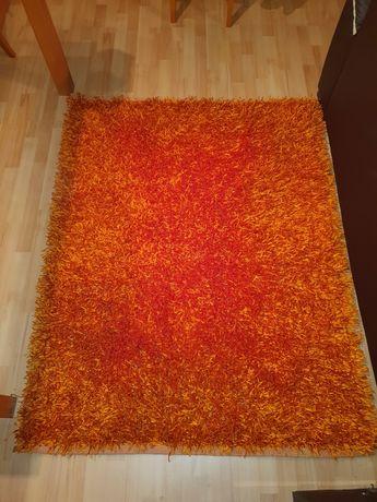 Duas carpetes em bom estado