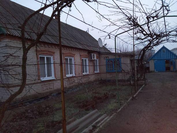 Продам благоустроенный дом в пгт Приазовское.