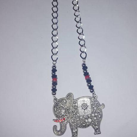 Colar com elefante personalizado em prateado e vermelho