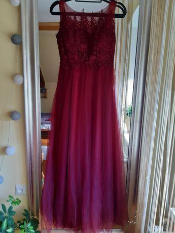 Bordowa suknia