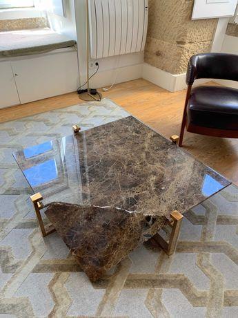 Mesa de mármore quebrada