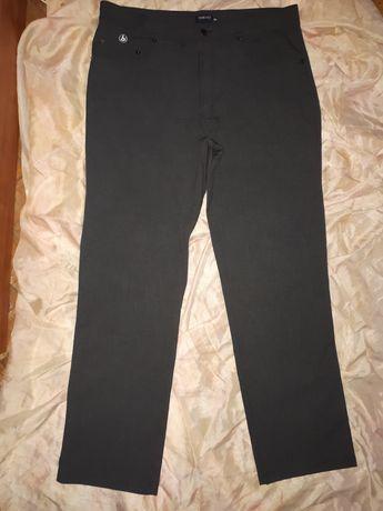Брюки джинсового кроя 52-54 размера серого цвета