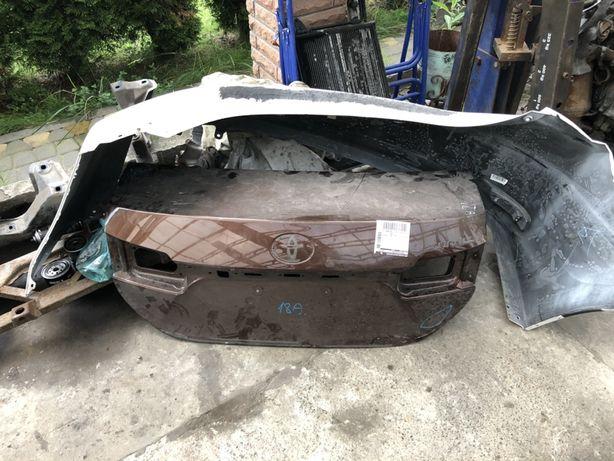 Toyota Corolla ляда,бампер,фонарь,фара,дверь,капот,четверть,решока,люк