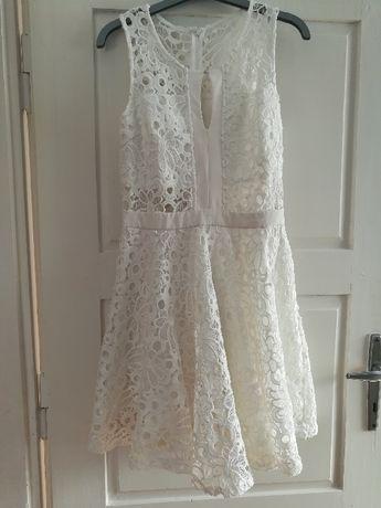 koronkowa biała sukienka