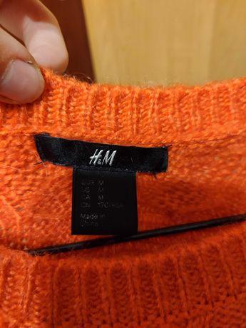 Czerwony sweter marki H&M