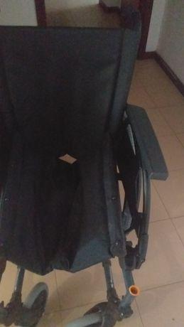 Vendo cadeira de rodas como nova
