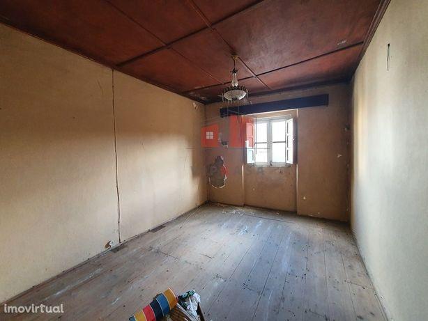 Moradia para remodelação em 3 apartamentos