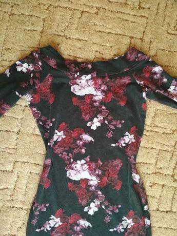 Sukienka w kwiaty czarna dopasowana róże 36 S