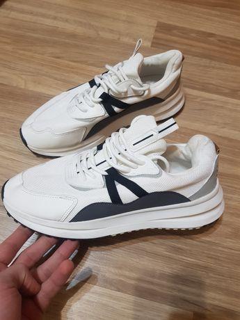 Кросівки Bershka