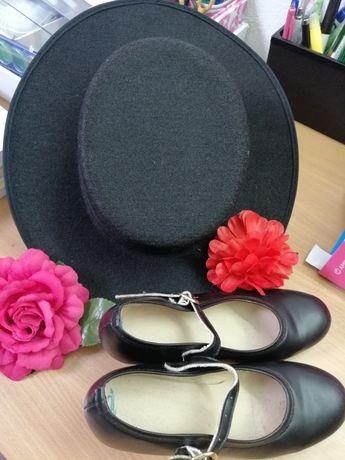 Sapatilhas e Chapéu para Sevilhanas