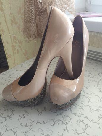 Брендовые туфли VINCE CAMUTO 38 размер!!?