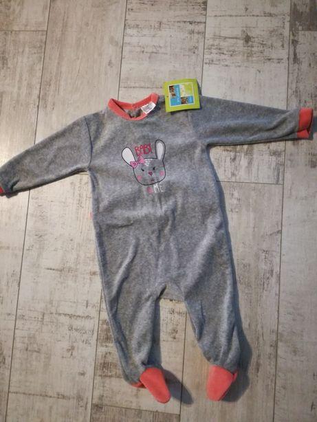 Pajac, piżamka na 12 miesięcy